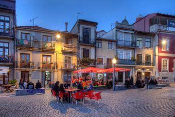 Platz Campo dos Martires da Patria bei  Abenddämmerung, Porto, Portugal