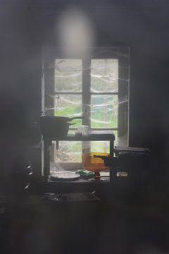 Interieur van verlaten schuur van Onno Smit