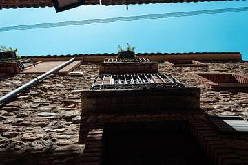 Balkon aan een middeleeuws gebouw von Dennis Kluytmans