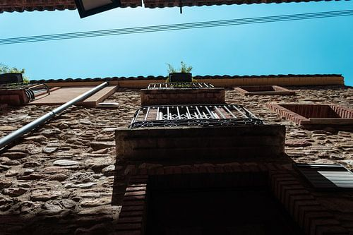 Balkon aan een middeleeuws gebouw