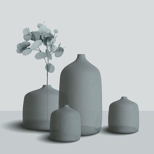 Stilleven van ceramiek, vazen en potten met tak, stijlvolle compositie in grijs-blauw
