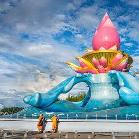 De lotustempel bij Phon Phisai in Noord Thailand - 2 van Theo Molenaar
