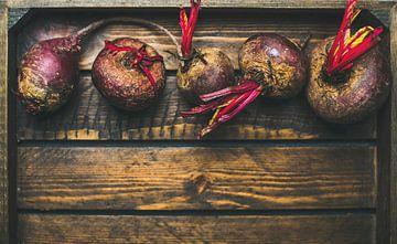 Bietjes in een houten kistje 12311292 van BeeldigBeeld Food & Lifestyle