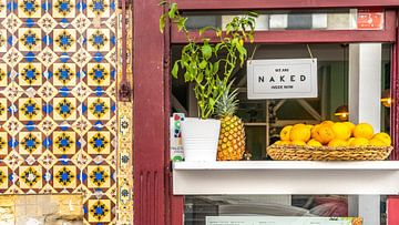Schild eines Restaurants in Lissabon (Portugal) von Jessica Lokker