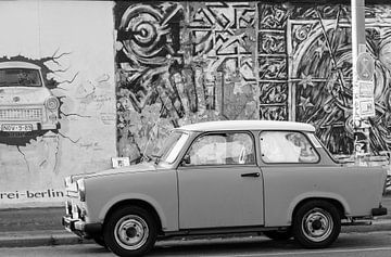 Un trabant pour le mur de Berlin sur