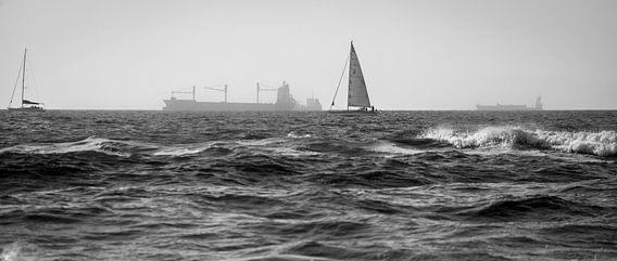 Schepen voor de kust van Den Haag van Pascal Raymond Dorland