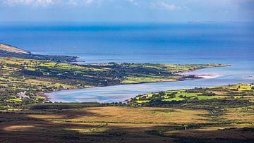 Uitzicht vanaf de Conor Pass, Ierland van Henk Meijer Photography