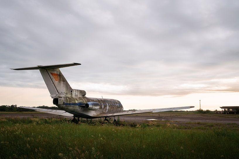 Verlassenes Flugzeug im Zerfall. von Roman Robroek