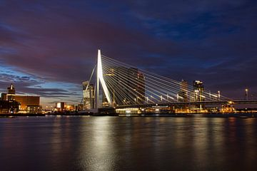 Wolkenpracht Erasmusbrug Rotterdam van Charlene van Koesveld