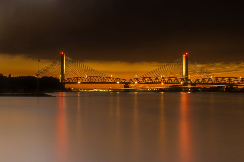 bridge by night van Eric van Schaijk
