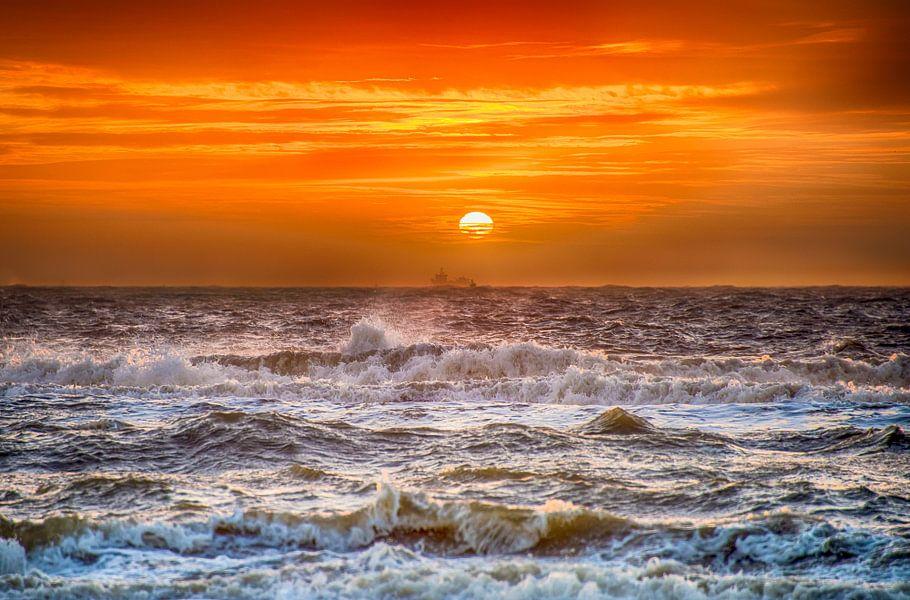 Stormachtige Zonsondergang vanaf het Hollandse strand