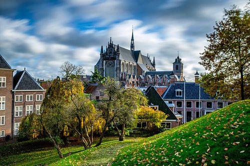 Hooglandse Kerk in Leiden in de lente van Eric van den Bandt