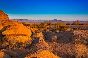 Rotsen in het avondlicht in de Namib