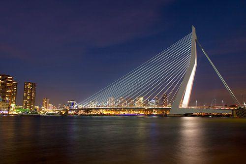 Erasmusbrug Rotterdam sfeervol in december