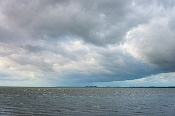 Dreigende wolken van Marian Waanders