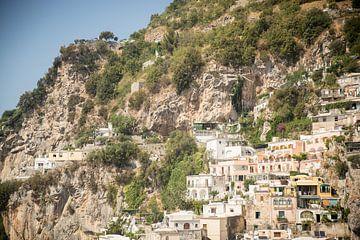 Häuser in den Bergen an der Amalfiküste Italien von Esther Mennen