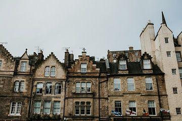 Schottische Häuser von Edinburgh | Farbenfrohe Reisefotografie | Edinburgh, Schottland von Trix Leeflang
