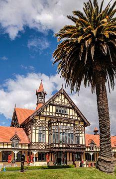 Voormalig badhuis Tudor Towers in de Gouvernementstuinen in Rotorua, Nieuw-Zeeland van Christian Müringer