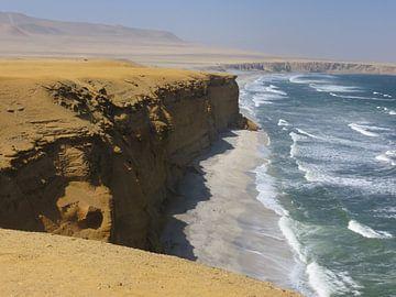Ruige kustlijn Paracas von Nicole - Creative like Nomads