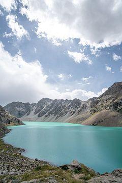 Ala-Kul-See in Kirgisistan von Mickéle Godderis