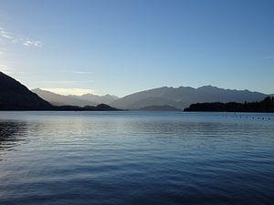 Nieuw Zeeland Wanaka meer met bergen op achtergrond