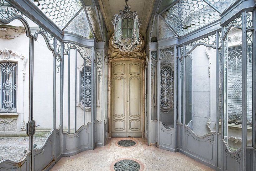 Verlassene architektonische Eingangshalle von Kristof Ven