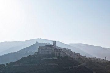 Assisi, Basilika St. Franziskus, einer der wichtigsten religiösen Orte Italiens von Tjeerd Kruse