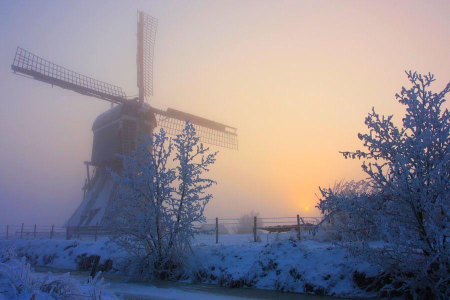 winterse zonsopkomst broekmolen