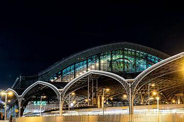 Gare de Cologne le soir sur Marcia Kirkels
