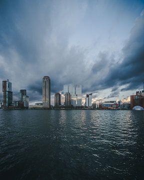Kop van Zuid onder donker wolken van MAT Fotografie