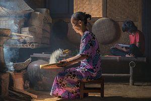 Rijst sorteren op de traditionele manier
