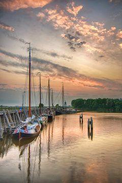 Haven Zoutkamp bij zonsondergang van John Leeninga