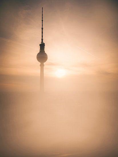 Berlin TV Tower Sunrise van Iman Azizi