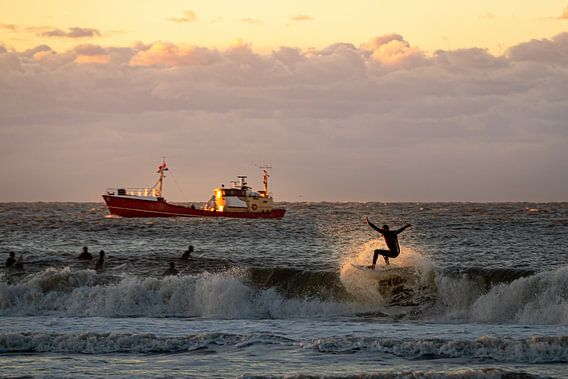 Zonsondergang surfen in Scheveningen