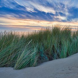 Zonsondergang boven de Noordzee en de duinen van eric van der eijk