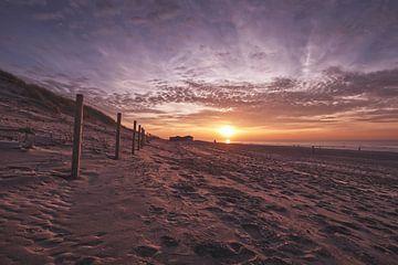 Zonsondergang aan het strand, Den Haag van Wouter Kouwenberg