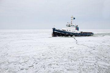 ijsbreker op ijsselmeer van Paul Piebinga