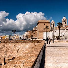 Cadix Espagne Ville portuaire sur la Costa de la Luz sur Marianne van der Zee