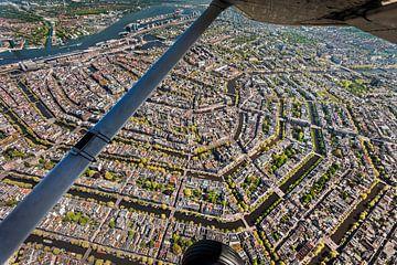 Luchtfoto van Amsterdamse binnenstad van Frans Lemmens