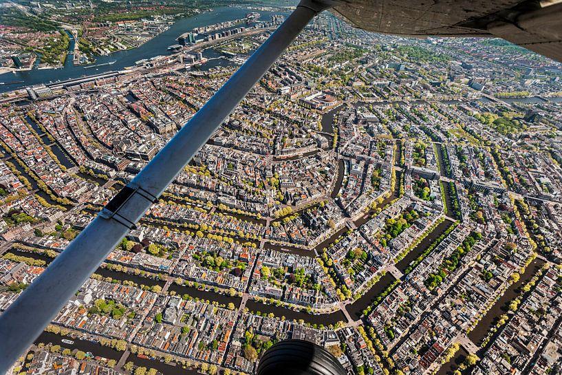 Photo aérienne du centre ville d'Amsterdam sur Frans Lemmens