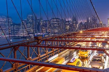 Drukke avondspits op de Brooklyn Bridge van Remco Piet