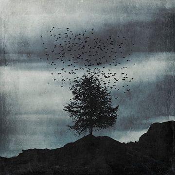 Stijging - kudde vogels boven een boom van Dirk Wüstenhagen