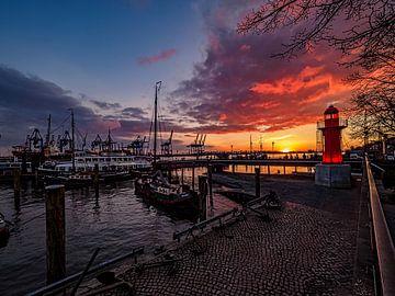 2016-02-28 LMuseumshafen mit Leuchturm Övelgonnne