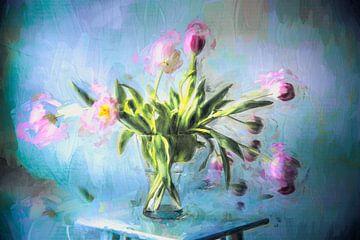 Roze tulpen in vaas van Annette Hanl