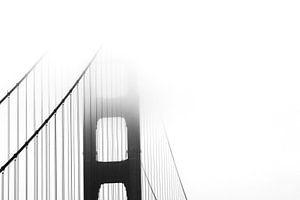 Golden Gate bridge in de mist van Jasper Hovenga