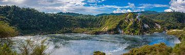 Panorama kratermeer op het Noordereiland van Nieuw Zeeland van