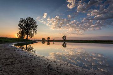 Zonsondergang aan de Maas bij Lith von Jeffrey Van Zandbeek