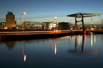 Industrie bij nacht in Delft