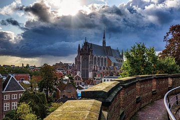 Storm boven de Hooglandse Kerk, Leiden van Eric van den Bandt