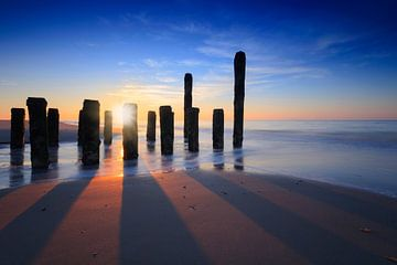 zonsondergang aan de kust van Zeeland van